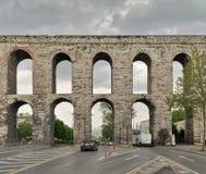 Den Valens akvedukten, romersk akvedukt, var det viktiga vattnet som ger systemet av den östliga romerska huvudstaden av Constant Royaltyfri Bild
