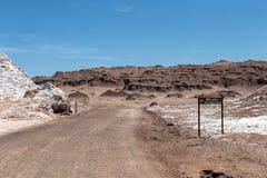 Den Valle de för månedalområde laen Luna av geologiskt bildande av stenen och sand som lokaliseras i, saltar bergskedja, Atacama royaltyfria bilder