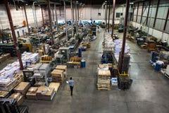 Den vanliga fabriken i den dagliga operationen fotografering för bildbyråer