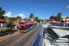 Den Varadero stranden turnerar bussen Arkivbilder