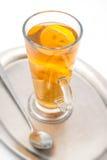 Den varma citrusa drinken med alkohol, produktfotografi för restaurang, övervintrar den varma drinken Arkivfoton