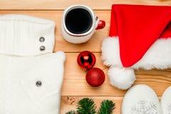 den varma hemtrevliga tröjan, varm choklad rånar, och jul klumpa ihop sig beautif Fotografering för Bildbyråer