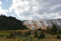 den varma kolossala nationalparken springs yellowstone Royaltyfri Fotografi