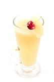Den varma päron- eller äppledrinken med alkohol med skeden, produktfotografi för restaurang, övervintrar den varma drinken Royaltyfri Bild