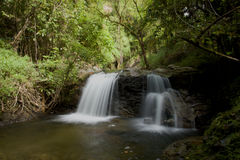 Den vattenfallInthanon internationalen parkerar norr Thailand Arkivbild