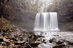 Den vattenfallSgwd år eiraen i Wales Arkivfoton