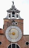 Den Venecian kyrkan står hög arkivfoto
