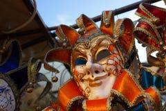 Den Venedig karnevalmaskeringen shoppar Arkivfoto