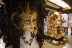 Den Venedig karnevalmaskeringen shoppar Arkivfoton