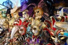 Den Venedig karnevalmaskeringen shoppar Royaltyfri Foto