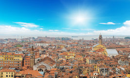 Den Venedig stadspanoraman på soliga dagar fotografering för bildbyråer