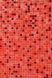 Den vertikala bilden av färgrikt rött och rosa färger belägger med tegel bakgrund Royaltyfria Foton