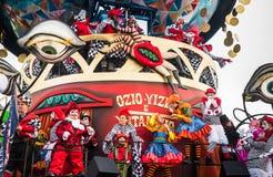 Den Viareggio öppningen ståtar av den 145. upplagan av karnevalet i Viareggio, Italien Royaltyfri Foto
