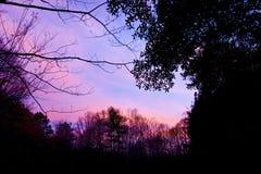 Den vibrerande apelsin-rosa färgen fördunklar från solnedgången Arkivbild