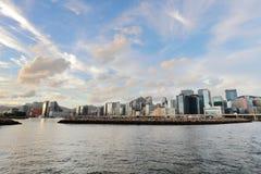 den Victoria Harbor sikten på färjan hk Arkivfoton