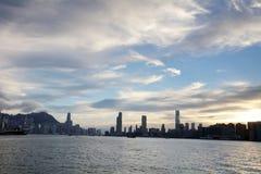 den Victoria Harbor sikten på färjan hk Arkivfoto