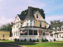 Den viktorianska stilen Gibson Woodbury House arkivfoto