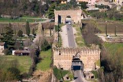 Den Visconti bron i Valeggio sul Mincio, Italien Royaltyfria Foton