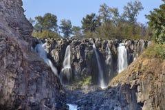 Den vita floden faller åtskilliga vattenfall i Oregon royaltyfri fotografi