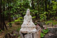 Den vita Guan Yin statyn Arkivbilder