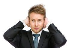 Den vita kragen stänger hans öron Arkivbilder