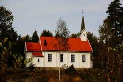 Den vita träkyrkan stal, Telemark, Norge Royaltyfri Fotografi