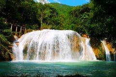 Den vita vattenfallet Royaltyfri Fotografi