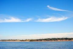 Den Volga River panoraman i en solig dag. Royaltyfria Bilder