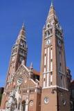 Den Votive kyrkan och domkyrkan av vår dam av Ungern är ett tvilling--spired roman - den katolska domkyrkan i Szeged, Ungern Det  Arkivbilder