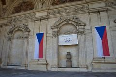 Den Waldstein slotten i den Mala stranaen med tjeck sjunker, Prague - hus av senaten royaltyfria foton