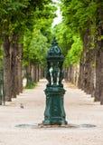 Den Wallace springbrunnen med kvinnor skulpterar på Champset-Elysees par royaltyfri bild