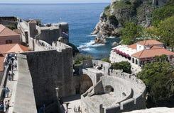 Den Walled staden av Dubrovnic i Kroatien Europa är det en av de mest ljuva turist- semesterorterna av det medelhavs- Dubrovnik ä Royaltyfri Foto