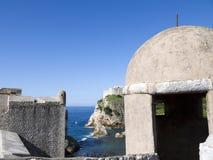 Den Walled staden av Dubrovnic i Kroatien Europa är det en av de mest ljuva turist- semesterorterna av det medelhavs- Dubrovnik ä Royaltyfri Fotografi