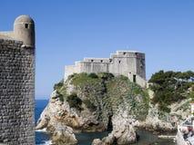 Den Walled staden av Dubrovnic i Kroatien Europa är det en av de mest ljuva turist- semesterorterna av det medelhavs- Dubrovnik ä Arkivfoto