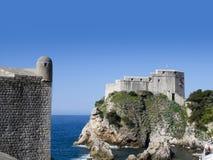 Den Walled staden av Dubrovnic i Kroatien Europa är det en av de mest ljuva turist- semesterorterna av det medelhavs- Dubrovnik ä Arkivfoton