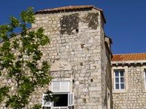 Den Walled staden av Dubrovnic i Kroatien Europa är det en av de mest ljuva turist- semesterorterna av det medelhavs- Dubrovnik ä Arkivbilder