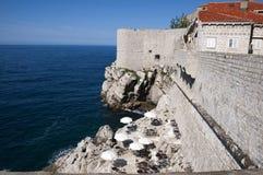 Den Walled staden av Dubrovnic i Kroatien Europa Dubrovnik ge någon ett smeknamn `-pärlan av Adriatiska havet Royaltyfri Foto