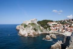 Den Walled staden av Dubrovnic i Kroatien Europa Dubrovnik ge någon ett smeknamn `-pärlan av Adriatiska havet Royaltyfri Fotografi