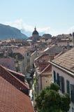 Den Walled staden av Dubrovnic i Kroatien Europa Dubrovnik ge någon ett smeknamn `-pärlan av Adriatiska havet Arkivbild