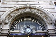Den Waterloo järnvägen posterar segerbågen Royaltyfri Foto