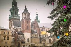 Den Wawel domkyrkan i Krakow under jul arkivbild