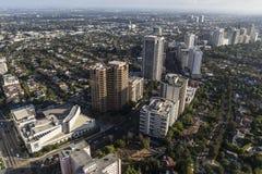 Den Wilshire korridorhighrisen står högt i Los Angeles royaltyfri foto