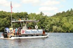 Den Wisconsin River ponton ståtar 4th Juli Fotografering för Bildbyråer