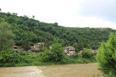 Den Yantra floden nära den Veliko Tarnovo bron Royaltyfri Foto