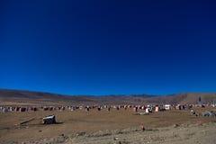 Den Yarchen Gar Buddhist institutionen nära Serthar i Kham, östliga Tibet Arkivfoton