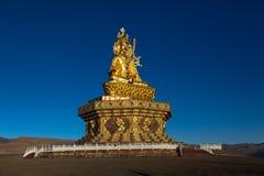 Den Yarchen Gar Buddhist institutionen nära Serthar i Kham, östliga Tibet Arkivfoto