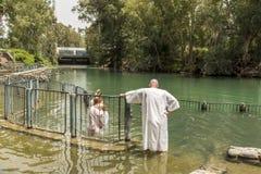 Den Yardenit dopplatsen på Jordan River i Israel, platsen som firar minnet av dop för Kristus` s, var e arkivfoto