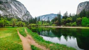 Den Yosemite nationalparken är en Förenta staternanationalpark royaltyfria foton