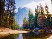 Den Yosemite nationen parkerar/den Yosemite dalen arkivbilder