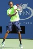 Den yrkesmässiga tennisspelaren Gael Monfis öva för US Open 2014 på Billie Jean King National Tennis Center Royaltyfria Foton